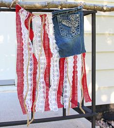 American Flag Front Door Decor 2019 DIY Denim and Lace American Flag The post American Flag Front Door Decor 2019 appeared first on Lace Diy. Patriotic Crafts, July Crafts, Holiday Crafts, Patriotic Party, Patriotic Wreath, Holiday Ideas, Fourth Of July Decor, 4th Of July Decorations, July 4th