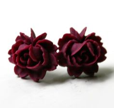 Vintage Victorian Red Rose Stud Earrings - etsy. I reeeeaaalllyyyyy want these