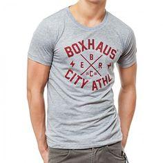 Wer lässigen Vintage-Look gepaart mit aktuellen Trends liebt, kommt mit dem grauen Shirt von Boxhaus voll auf seine Kosten. So einfach ist e...