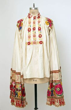 """Hungarian """"matyó"""" male shirt, 1815 - long embroidered and crocheted sleeves for decoration and for fight"""