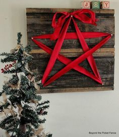 Barn boards, horseshoe nails and ribbon...Caitlyn could do this.