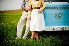 engagement photo ideas vintage - with Kombi van Engagement Couple, Engagement Pictures, Engagement Shoots, Wedding Engagement, Engagement Ideas, Engagement Jewelry, Couple Photography, Engagement Photography, Wedding Photography