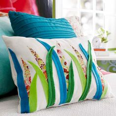 8 Tutorials For Adorable & Easy Fall Throw Pillows Sewing Pillows, Diy Pillows, Decorative Pillows, Throw Pillows, Cushions, Fabric Scraps, Fabric Glue, Sewing Crafts, Handmade Crafts