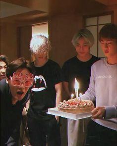 Foto Jungkook, Bts Bangtan Boy, Bts Boys, Bts Jimin, Jhope, Bts Predebut, Bts Aegyo, Hoseok Bts, Bts Happy Birthday
