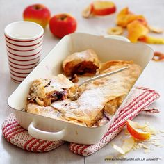 Apfel-Hollerstrudel Strudel, French Toast, Breakfast, Food, Cooking Recipes, Oven, Amazing, Ideas, Meal
