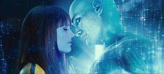 Da Watchmen il bacio tra il Dr Manathan e Spettro di Seta (che si bacia tutti...però....)