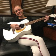 Danielle Bradberry, Country Artists, Music Instruments, Beautiful, Musical Instruments
