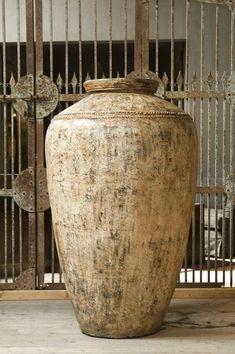 Envers du Decor — p-lanet-e-arth: De Factorij - Home of Lifestyle Pottery Painting, Pottery Vase, Ceramic Pottery, Large Garden Pots, Diy Garden Fountains, Terracotta Pots, Vintage Pottery, Vases Decor, Decoration