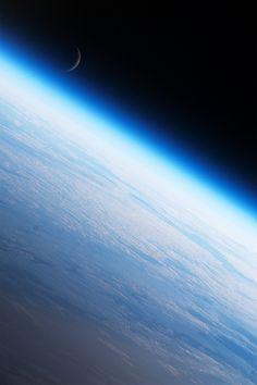 Earth's Limb and the Moon (by sjrankin)