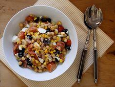 Ensaladas de legumbres: una de lentejas, otra de garbanzos, otra con alubias y una de guisantes