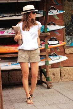 18 casual summer outfit ideas for women 12 Khaki Shorts Outfit, Böhmisches Outfit, Shorts Outfits Women, Outfits With Hats, Mode Outfits, Short Outfits, Casual Outfits, Fashion Outfits, Womens Fashion