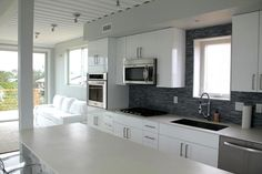 The Beach Box is the First Hamptons Home Built With Recycled S...