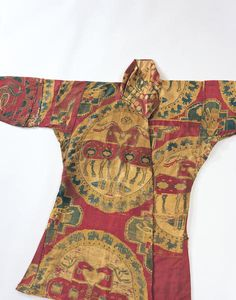 Outer Coat with Confronting Deer in Roundel Period	Central or Western Asia Century	8th century Materials	Samit:silk warp,silk weft Dimensions	H-115 W-184.8