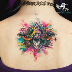 Tatuaje flor de loto watercolor