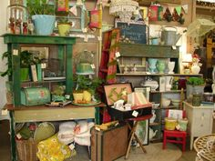 Tips for Dealers and Vendors with BOOTH Spaces at Antique Malls and Shows - booth inspiration, vintage displays ideas, increasing sales, and more. Vintage Display, Antique Booth Displays, Vintage Store, Antique Booth Ideas, Antique Mall Booth, Vintage Market, Antique Stores, Vintage Decor, Antique Market