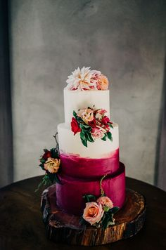 Fabulous magenta and berry toned cake with floral design | image by David Le
