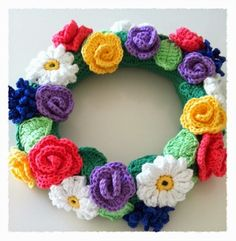 Crocheted midsummer wreath - free flower patterns (swed)