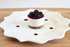 Raw, No Bake Blueberry Cheesecake - Living Healthy With Chocolate Raw Desserts, Paleo Dessert, Healthy Dessert Recipes, Gluten Free Desserts, Paleo Recipes, Cheesecake Paleo, No Bake Blueberry Cheesecake, Healthy Cake, Healthy Sweets