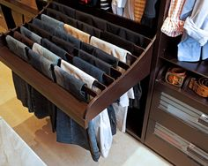Closet design pictures, cool way to hang up pants. No more hangers for pants!...  wow!! ya me lo imagino hasta con carriles para sacarlo como cajón...