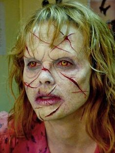 [ad Halloween comes to scare us every year and each time it is different and altogether more exciting when we get other thunderstruck at the ugly Zombie Halloween Makeup, Mascaras Halloween, Zombie Makeup, Halloween Kostüm, Creepy Makeup, Horror Makeup, Zombie Walk, Haunted House Makeup, Monster Makeup