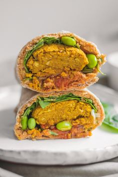 Take a vegan falafel wrap with paprika hummus, kimchi and edamame to school or work as a delicious lunch packed with plantbased protein! Vegan Lunch Recipes, Vegan Meal Prep, Delicious Vegan Recipes, Raw Food Recipes, Healthy Recipes, Vegan Food, Healthy Food, Vegetable Rice Soup, Falafel Wrap