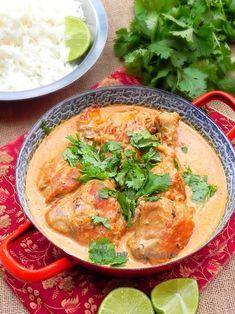 Ce poulet thaï coco est une recette facile, riche en parfums et saveurs que nous avons accompagné de riz basmati et d'un peu de salade verte.