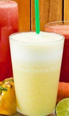 Limonada Suiça: Ingredientes: 1 limão com casca picado 4 folhas de hortelã fresca 1/4 de folha de couve 2 pedras de gelo 1 copo de água gelada adoçante a gosto Modo de preparo: bata tudo no liquidificador e tome em seguida. A dica é tomar o suco na hora, não deixar ele descansando, pois pode perder todas as propriedades benéficas. E também, tomar um copo do suco todos os dias, meia hora antes de cada refeição.