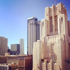 Our #talltuesday building is the #TitleGuarantee building in #DTLA located across the street from #PershingSquare. This #ArtDeco classic beauty by the Parkinsons father-son team who also designed #LACityHall & other famous #LosAngeles landmarks. It was completed in 1931 at the site of the old #CaliforniaClub. Originally a #office tower it has now been converted into #lofts. View from #Perch. #officespace #tenantrep #historicbuildingregistry #losangelesbroker #CRE #architecture by…