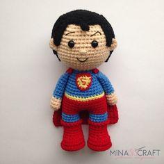Superman Amigurumi – Minasscraft Patrones Amigurumis Batman Amigurumi, Amigurumi Doll, Crochet Dolls Free Patterns, Amigurumi Patterns, Crochet Art, Crochet Toys, Superman Crochet, Little Girl Gifts, Crochet For Boys
