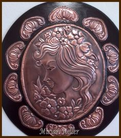 "Camafeu ""Rose"" - Repujado em lâmina de cobre.- by Mirian Keller"