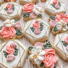 Blanquette of veal coconut - Healthy Food Mom Mini Cookies, Iced Cookies, Royal Icing Cookies, Yummy Cookies, Heart Cookies, Cookie Wedding Favors, Decorated Wedding Cookies, Cookie Favors, Baby Favors