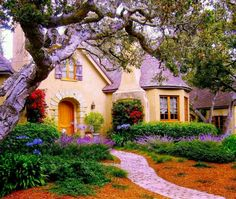 22 peaceful cottage designs that look like they were taken from a fairytale world . - 22 peaceful cottage designs that look like they have been taken from a fairytale world – home and - Storybook Homes, Storybook Cottage, Cute Cottage, Cottage Style, Lavender Cottage, Rustic Cottage, Cottage Living, Cottage Homes, Cottage Gardens