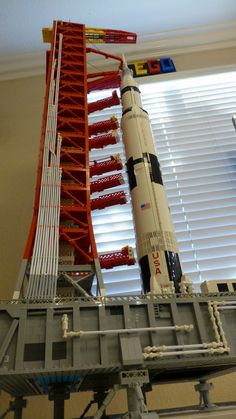 Saturn V Launch Tower and Platform NASA LUT :: My LEGO creations. The Saturn V rocket put out by Lego is in my opinion the best model they have ever produced. Building Systems, Lego Building, Programa Apollo, Kids Programs, Nasa Rocket, Lego Plane, Lego Spaceship, Block Head, Lego Craft
