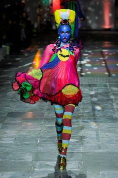 Meadham Kirchhoff Fall 2012 Ready-to-Wear Fashion Show Weird Fashion, Colorful Fashion, High Fashion, Fashion Show, Fashion Outfits, Rainbow Fashion, Fashion Art, Fashion Beauty, Meadham Kirchhoff
