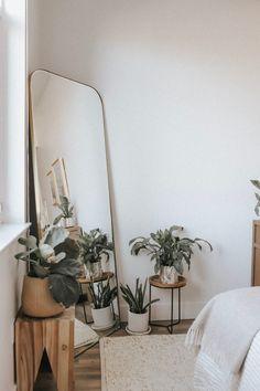 15 Formas lindas y fáciles de decorar tu hogar con plantas Room Ideas Bedroom, Home Decor Bedroom, Nature Bedroom, Earthy Bedroom, Nature Home Decor, Bedroom With Plants, Bedroom Inspo, Earthy Home Decor, Silver Bedroom