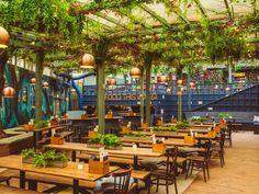 The Prince: West London's Biggest Beer Garden Has A New Summer Look Garden Cafe, Rooftop Garden, Backyard Cafe, Outdoor Restaurant Patio, Courtyard Restaurant, Outdoor Cafe, Bodega Bar, Food Court Design, Pergola