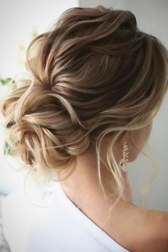 loose wedding hair Top Wedding Updos For Medium Hair wedding updos for medium hair romantic low updo on textured blonde hair lenabogucharskaya Braided Hairstyles Updo, Mohawk Updo, Wedding Hairstyles For Medium Hair, Up Dos For Medium Hair, Bride Hairstyles, Medium Hair Styles, Curly Hair Styles, Hairstyle Ideas, Hair Medium