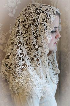 Evintage Veils~Elegant  Ivory Guipure Lace Venice Lace Mantilla Chapel Veil