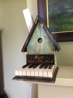 Don Miller makes bird houses from reclaimed local materials. In this case he even used piano keys. Key Crafts, Diy Arts And Crafts, Wood Crafts, Key Projects, Wood Projects, Piano Crafts, Used Piano, Upscale Furniture, Piano Art