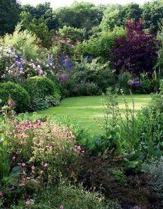 How to Decorate a semi detached back garden ideas that will blow your mind Diy Jardin, English Garden Design, English Country Gardens, Garden Cottage, Garden Beds, Meadow Garden, Garden Villa, Lawn & Garden, Indoor Garden