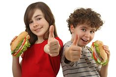 Kako kriva hrana može utjecati na ponašanje, zdravlje i IQ djece (how an improper diet can influence children's behavior, health and IQ) Nema svrhe pokušavati učiti djecu ponašanju ako su hrana i piće koje jedu protiv njih i vas. To je kao da želite dobar san, a sat prije spavanja popijete litru turske kave! Naprosto se neće dogoditi.