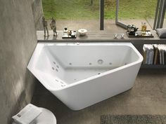 Paiova 5 bathtub from Luxury Bathroom Brand Duravit. This bath is ideal for positioning in the corner of the room due to its unusual shape. Jacuzzi Bathtub, Luxury Bathtub, Whirlpool Bathtub, Bathroom Interior, Modern Bathroom, Small Bathroom, Bathroom Remodeling, Bathroom Tubs, Concrete Bathroom