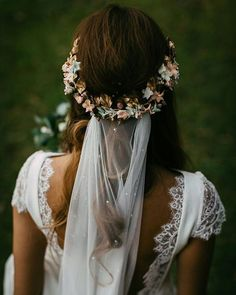We have collected wedding makeup ideas based on the wedding fashion week. Look through our gallery of wedding hairstyles 2019 to be in trend! Flower Crown Veil, Flower Crown Wedding, Wedding Hair Flowers, Wedding Hair And Makeup, Wedding Veils, Boho Wedding Dress, Flowers In Hair, Wedding Bride, Wedding Dresses