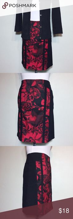 """Caché Black with Rose Print Insert Pencil Skirt 0 Caché Black with Rose Print Insert Pencil Skirt. Size 0 measures flat: 13"""" across waist, 16"""" across hips, 19"""" long with 5.5"""" slit. Back Zip close. Black section is 75% rayon, 16% nylon, 9% spandex. Rose Print sections are 97% poly, 3% spandex. 1114/100/111617 Cache Skirts Pencil"""