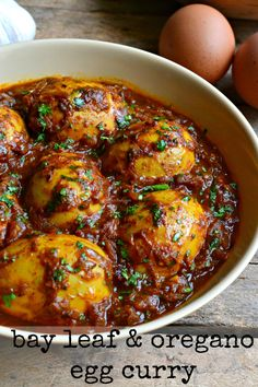 How have I missed out on the wonders of egg curry until now? Check out these low-carb egg curry recipes, keto curry recipes and keto-friendly rice and naan bread. Paleo versions of curry recipes feature too. Egg Recipes Indian, Egg Recipes For Dinner, Ethnic Recipes, Breakfast Recipes, Curry Recipes, Vegetarian Recipes, Cooking Recipes, Healthy Recipes, Banting Recipes