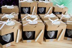 os mostramos el resultado de las Tazas Pizarra decoradas por nosotros para la boda de J&P. Muchas gracias chicos por confiar en nosotros!! Esperamos que os gusten tanto como a nosotros!!! #detallesdeboda #tazasparabodas #detallesparabodas #detallescomunion #detallespersonalizadosparaeventos #detallespersonalizados