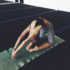 Cute yoga outfit and flexible... fionafitnessfun.com