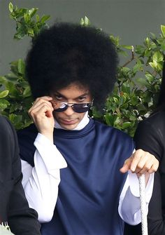 Prince is throwing shade, Brad Pitt is selling used cars and more LOL pics | Gallery | Wonderwall