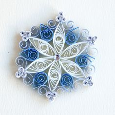 6 point blue and white quilled snowflake with silver glitter and silver diamante Quilled Roses, Neli Quilling, Quilling Paper Craft, Quilling Flowers, Paper Flowers, Paper Crafts, Quilling Ideas, Quilted Ornaments, Snowflake Ornaments