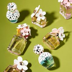 Turn your perfume collection into a field of daisies with Marc Jacobs's many interpretations of the flower 📷 @MarcJacobsFragrances #FirstDayOfSpring #Regram #LinkInBio